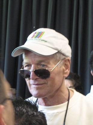 800px-Paul_Newman_in_Carnation%2C_Washington_June_2007